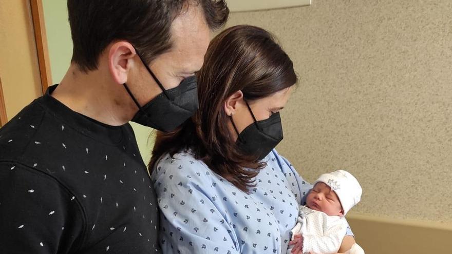 El primer bebé del año en Córdoba es una niña llamada Ariadna, nacida en el San Juan de Dios