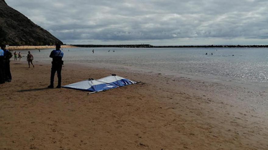 Fallece ahogado un varón en la playa de Las Teresitas
