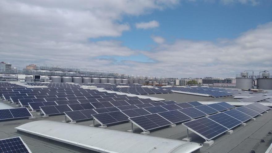 Estrella Galicia instala en su fábrica de A Coruña casi mil paneles solares