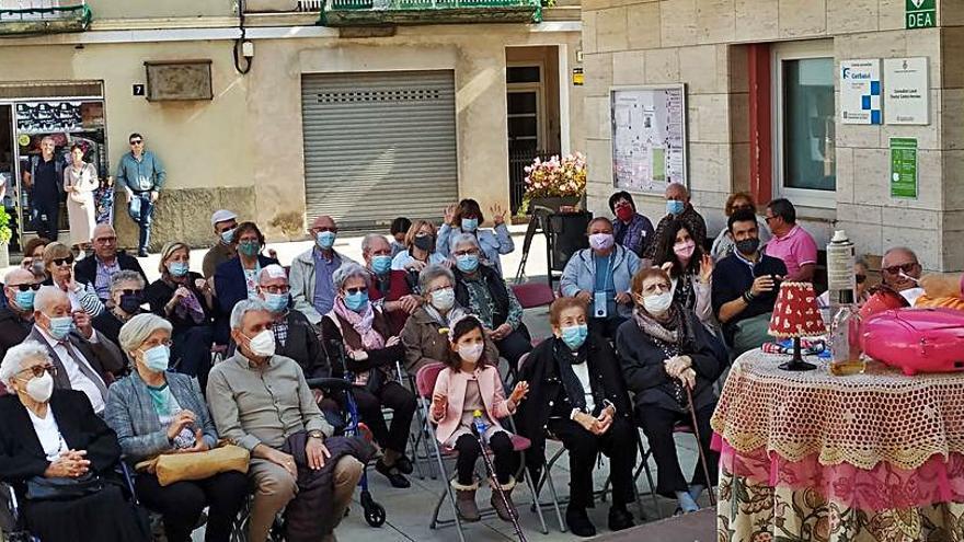Castellví va homenatjar els veïns de més edat en el marc dels actes de la Setmana de la Gent Gran