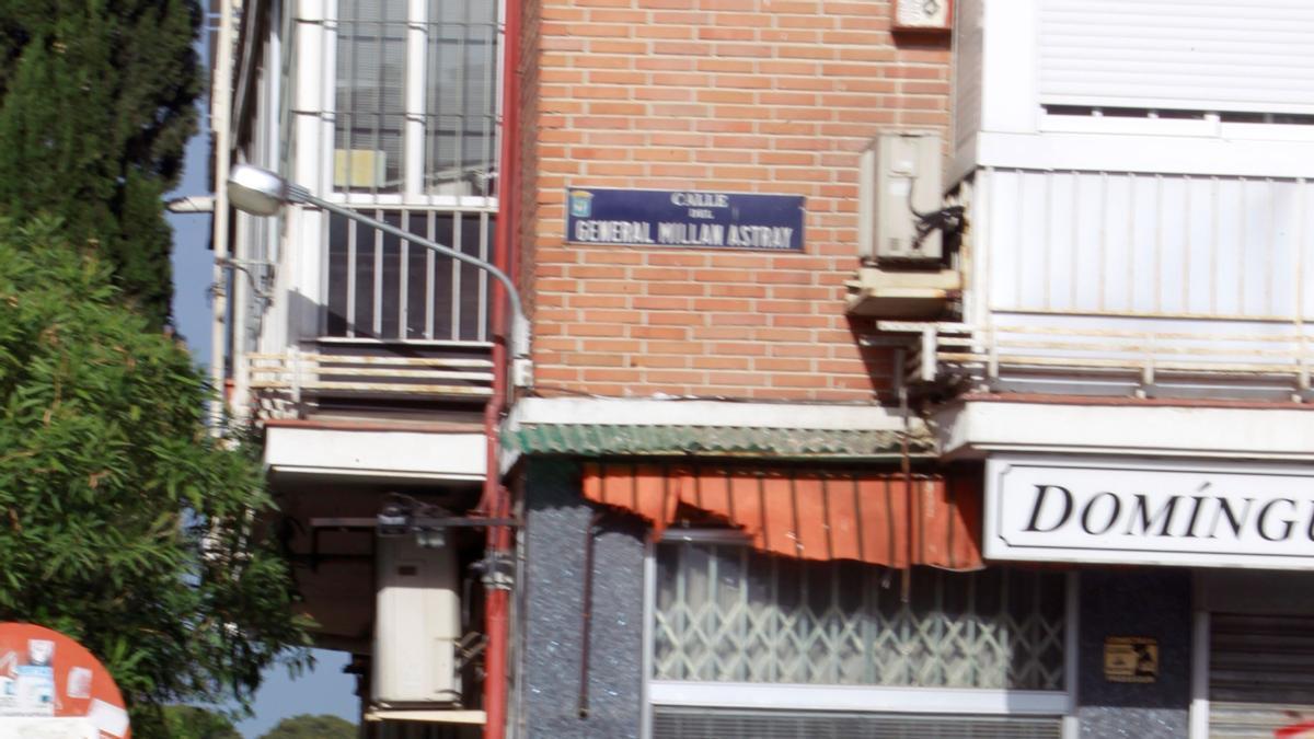 Una placa en la calle General Millán Astray de Madrid.