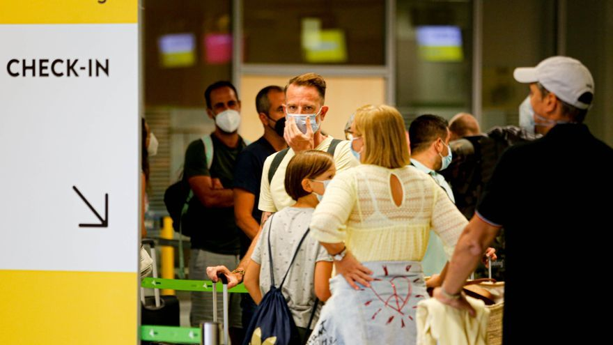 Reino Unido flexibiliza su política de viajes al quitar los PCR obligatorios