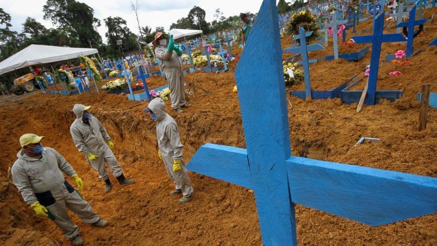 La mortalidad por covid se disparó en Brasil al desbordarse sus hospitales