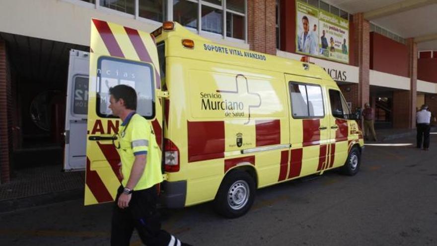 Cinco personas heridas, dos graves, tras chocar dos coches en Alhama