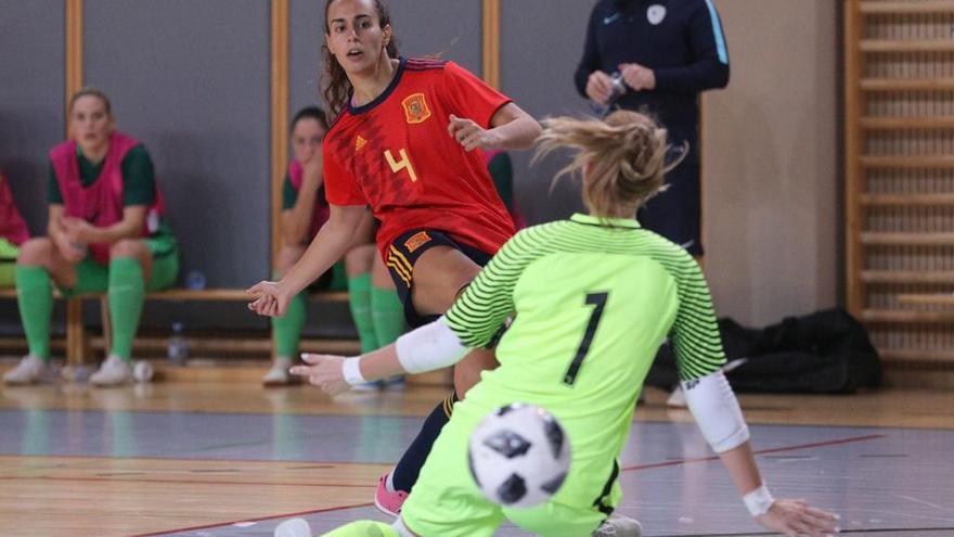 La UA recupera a la internacional Ana Pino