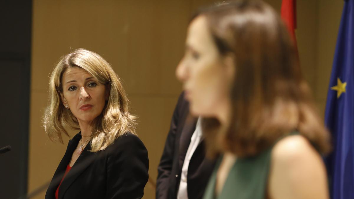 Yolanda Díaz, junto a Ione Belarra.