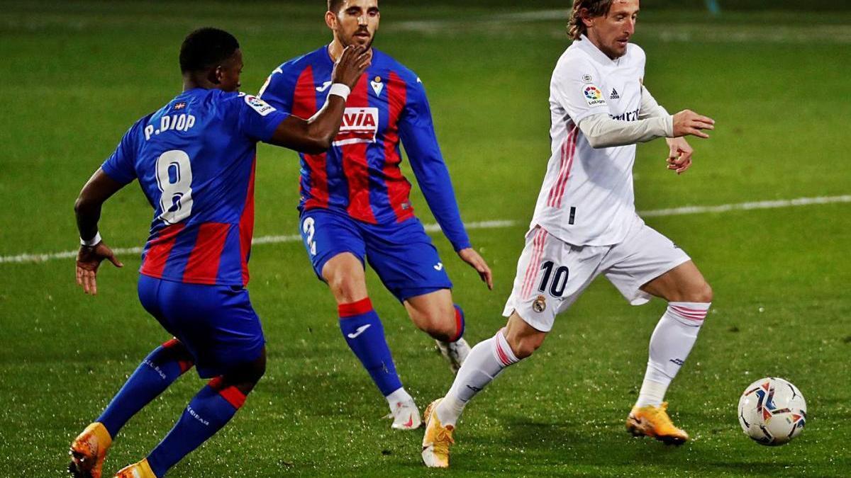 El Madrid s'endú el triomf  d'Eibar i se situa colíder