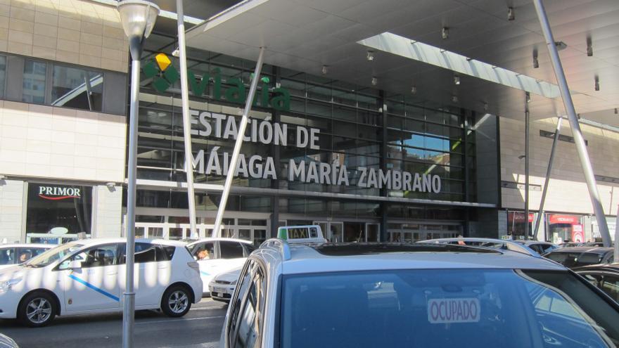 El Ayuntamiento de Málaga y asociaciones del taxi avanzan para permitir servicios con precio cerrado en el sector
