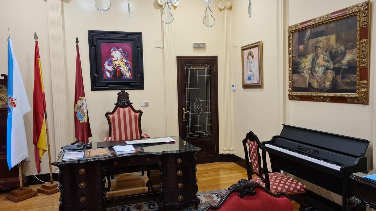 El despacho de Jácome con el piano a la derecha.