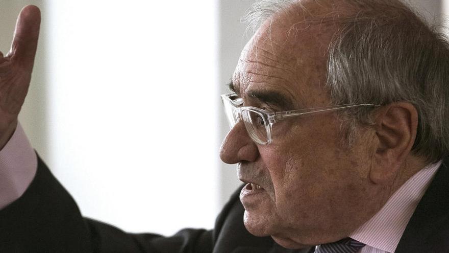 González, Aznar, Zapatero y Rajoy apoyan en una carta a Martín Villa ante Servini