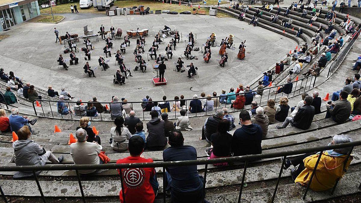 Imagen de un concierto de la Banda Municipal de A Coruña en el parque de Santa Margarita.