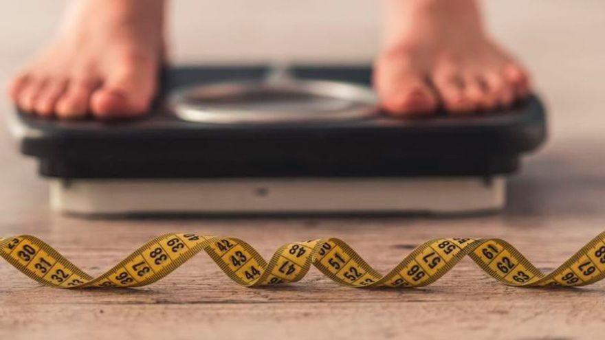 """El secreto de los nutricionistas para adelgazar """"sudando grasa"""" sin hacer ejercicio"""