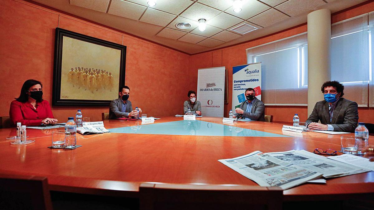 Mari Àngels Marí, Rafa Ruiz, Juan Calvo, Ángel Luis Guerrero y Pedro Puigdengoles durante la mesa de expertos.
