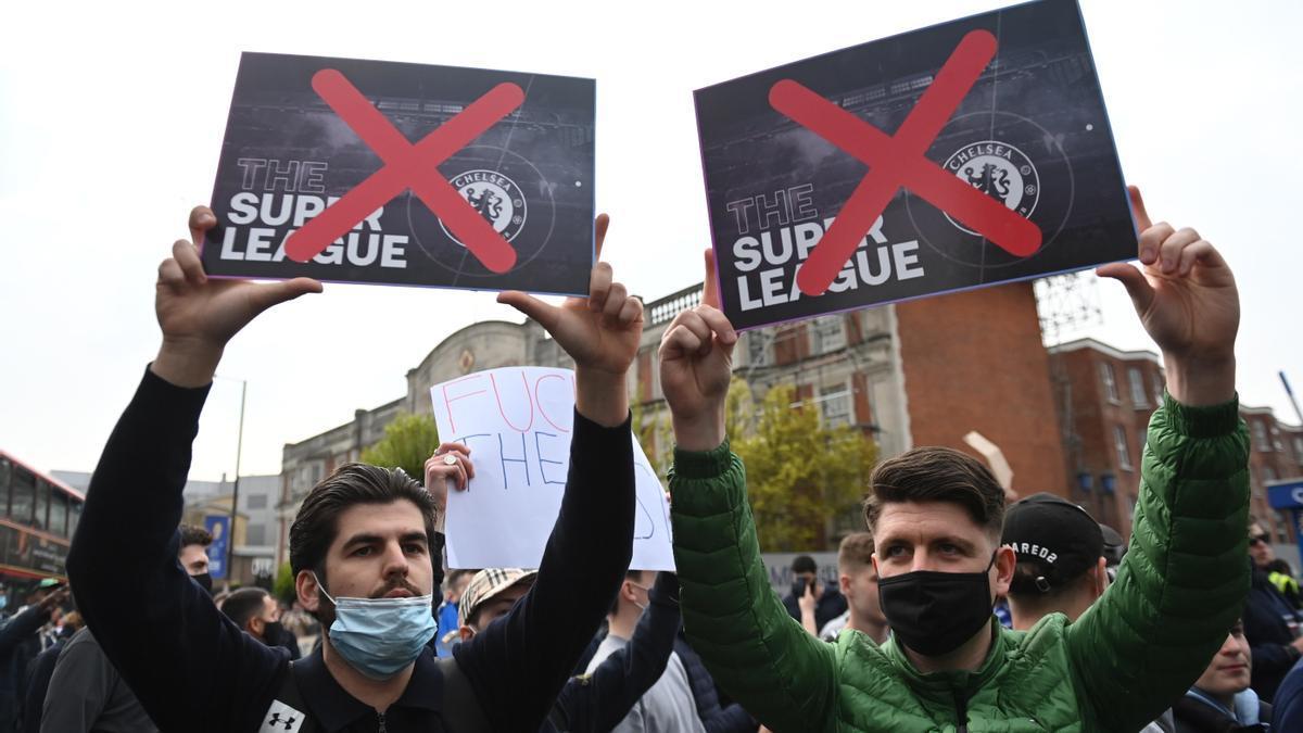 Protesta contra la Superliga de seguidores del Chelsea.