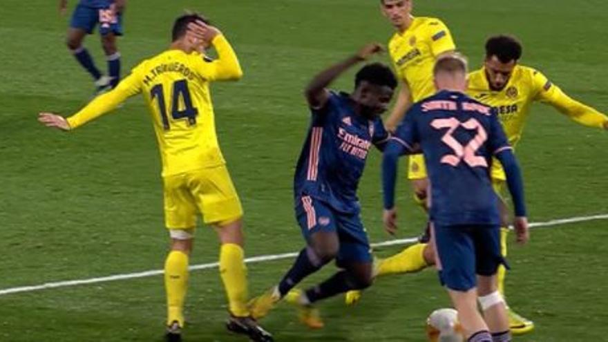 Clamor por el penalti que no se debió pitar en La Cerámica en el Villarreal-Arsenal