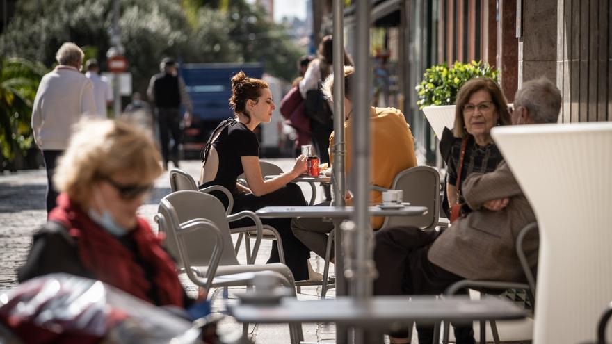 La capital amplía los permisos de las terrazas exprés hasta el 9 de mayo