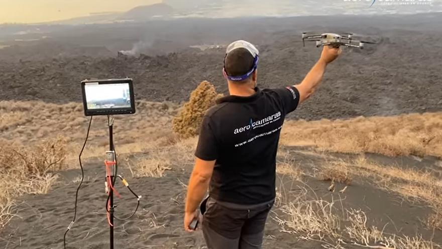 Un misteriós 'Equip A' s'avança al rescat dels gossos envoltats de lava a La Palma