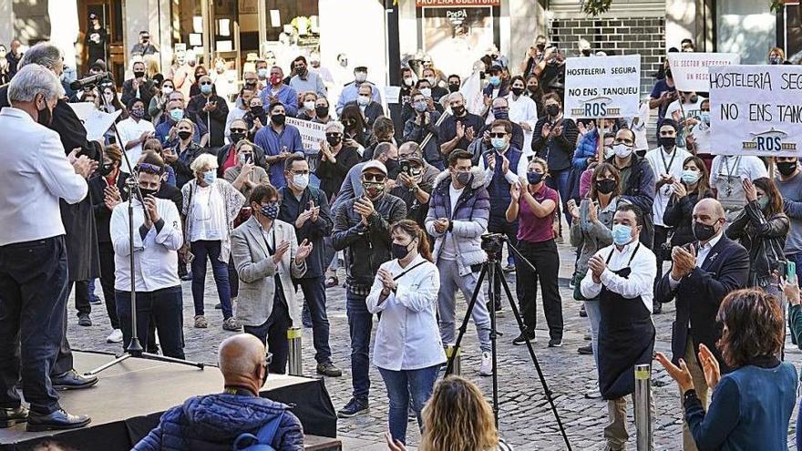 Protesta d'hotelers i restauradors, fa dos mesos, davant de la seu de la Generalitat a Girona