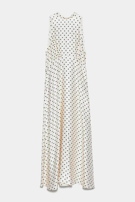Vestido de lunares de Zara. (Precio: 39,95 euros)