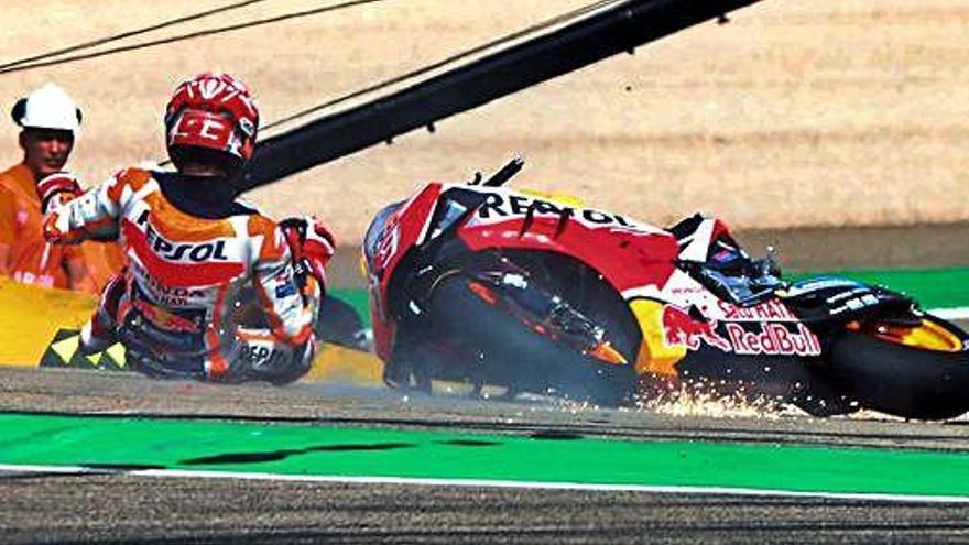 Les Yamaha comencen al capdavant en els lliures i Marc Márquez cau