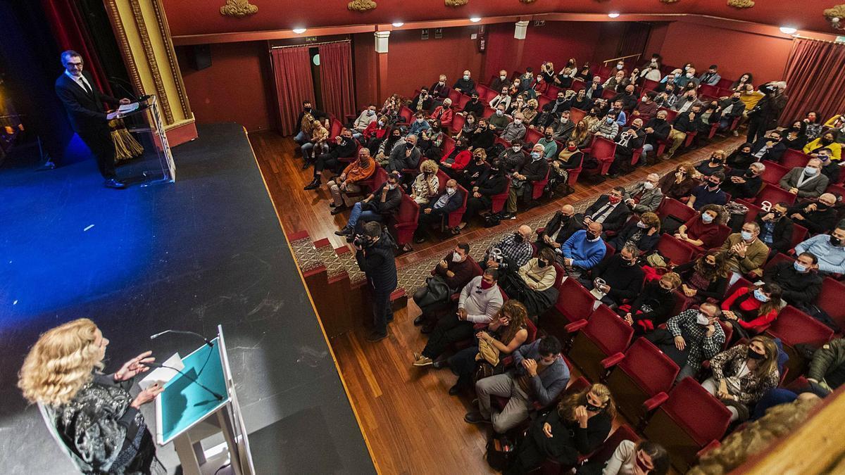 La ceremonia de entrega de los Premios Avetid, ayer, en el Teatre Talia.  | GERMÁN CABALLERO