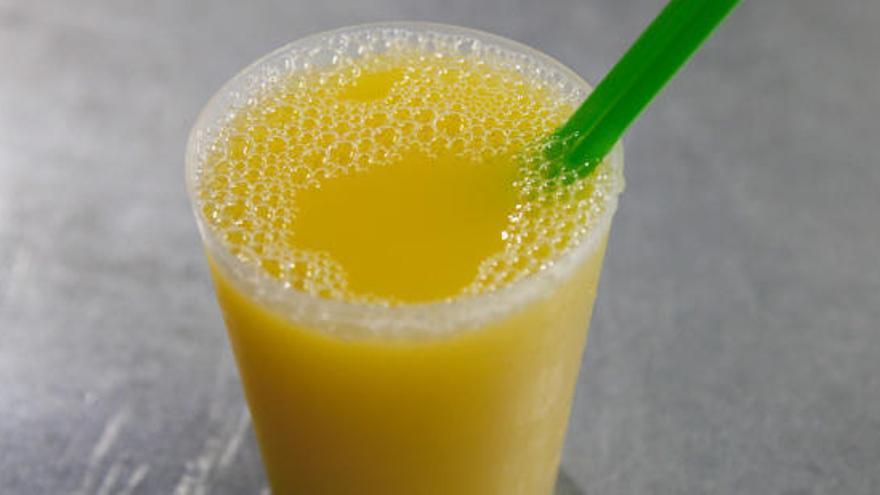 Cuatro bebidas acalóricas para derretir grasa que te ayudarán a perder peso