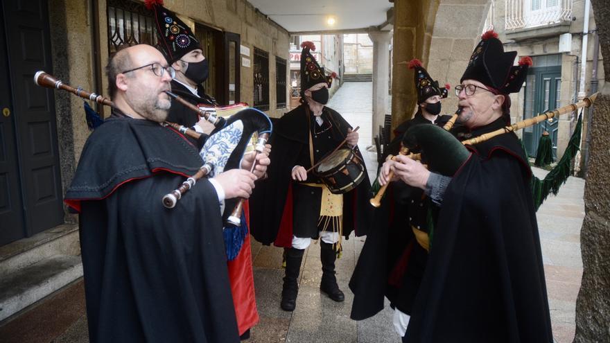 Pasacalles de Os Alegres y misas en la basílica en honor a San Sebastián