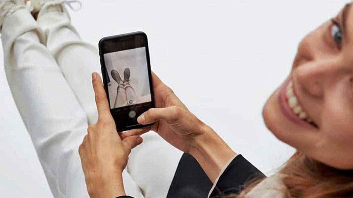 'Shoes Experience', el nuevo probador virtual de calzado de la 'app' de Massimo Dutti.   | // L.O.