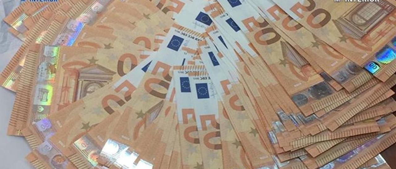 Billetes de 50 euros falsos intervenidos por las Fuerzas de Seguridad en una imagen de archivo.