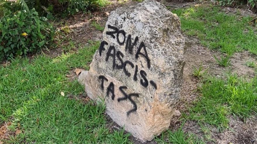 Nueva pintada neofascista en el Parque Municipal tras el ataque al monolito republicano