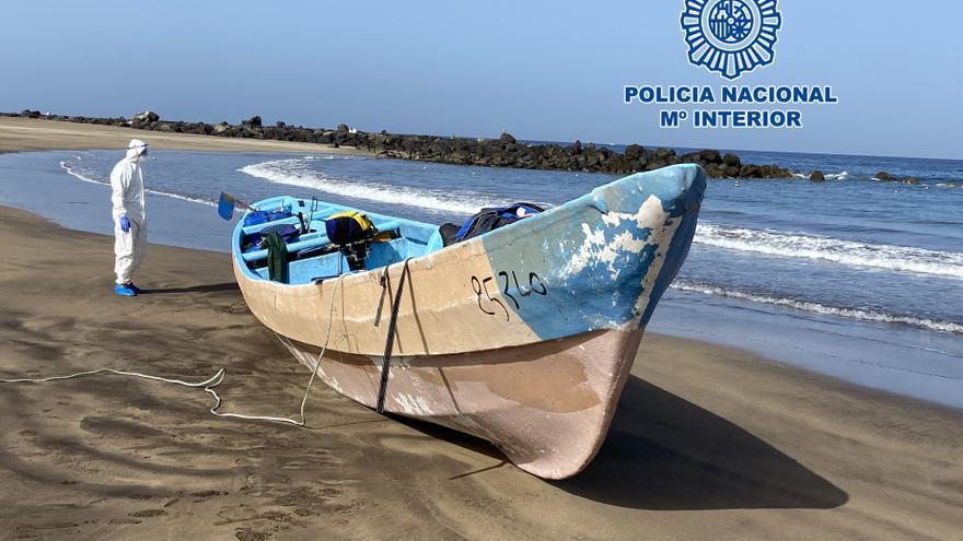 """El Defensor del Pueblo denuncia """"importantes carencias"""" en la atención a migrantes en Canarias"""