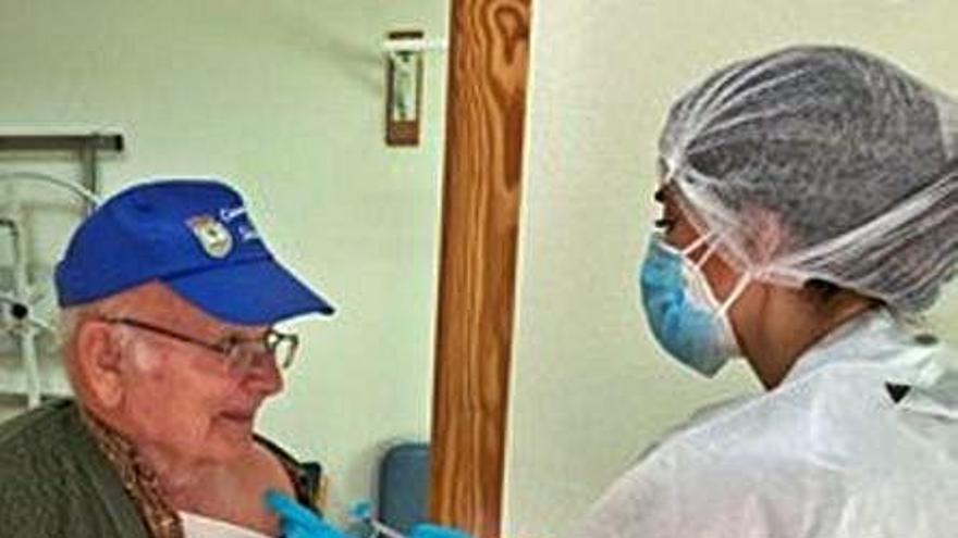 La segunda dosis de la vacuna llega a la residencia de mayores de Fuente Álamo