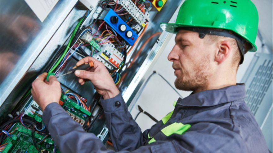 Ofertas de empleo en Mallorca con incorporación inmediata para ingeniero, contable y técnico de mantenimiento de ascensores