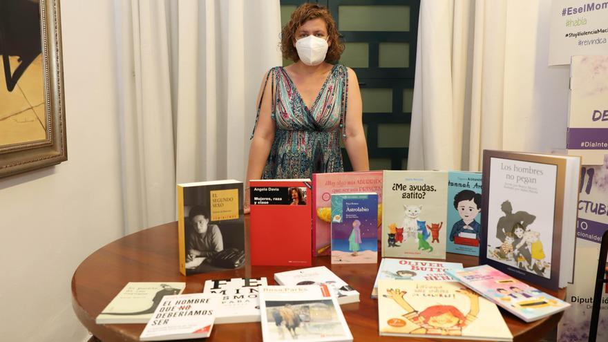 La Diputación entrega libros sobre igualdad a las bibliotecas