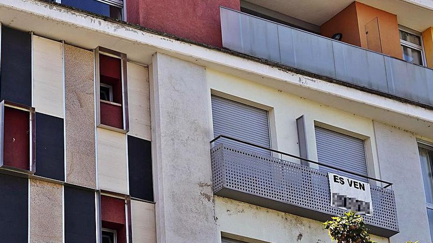 La davallada de la compravenda d'habitatges a Girona s'accentua a l'abril