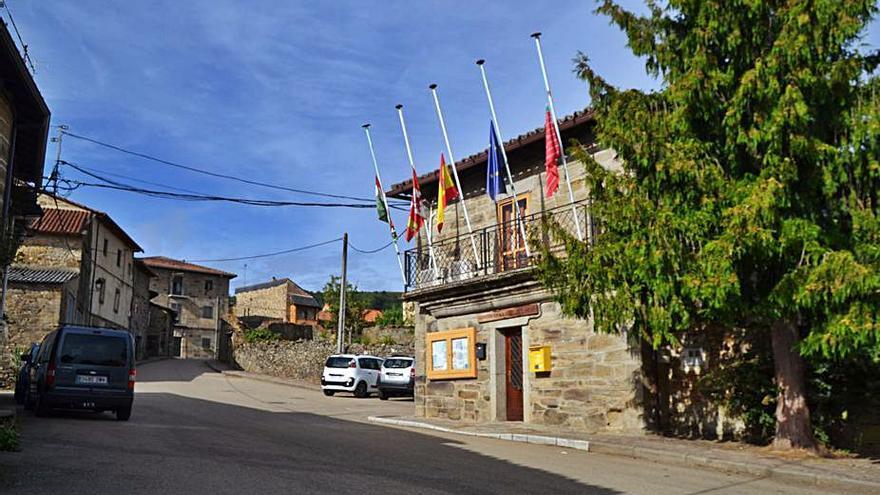 El COVID-19 lleva a cerrar los bares y los comercios de Villardeciervos