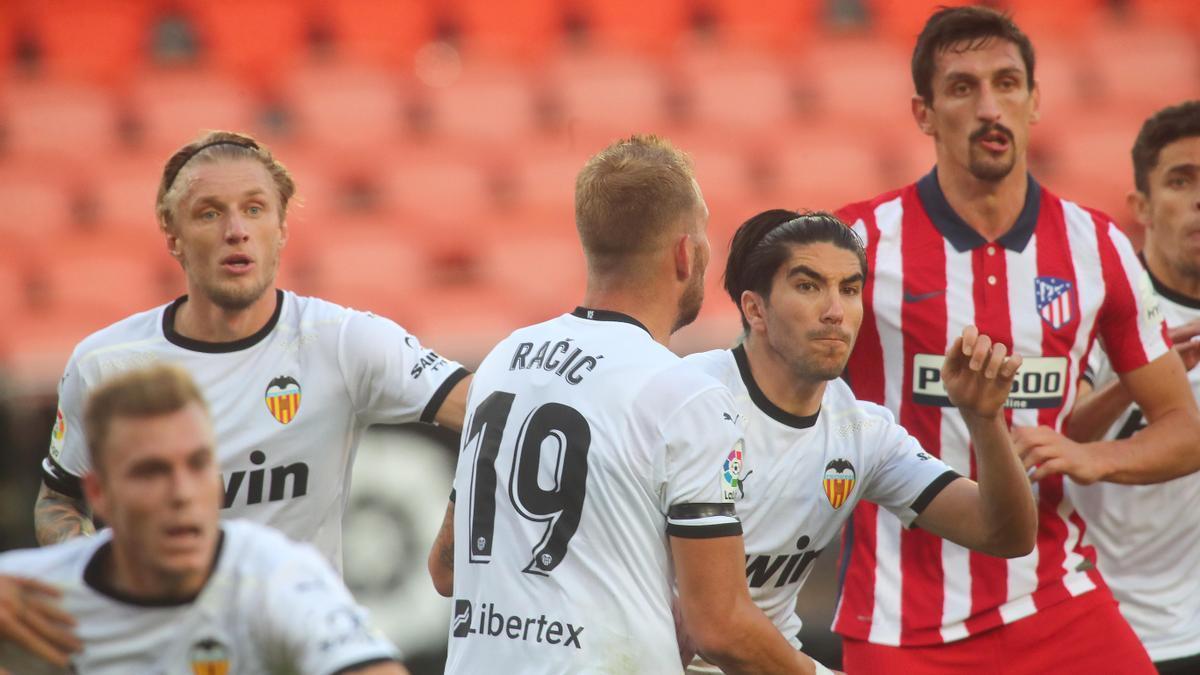 El Atlético baja al Valencia a la realidad (0-1)