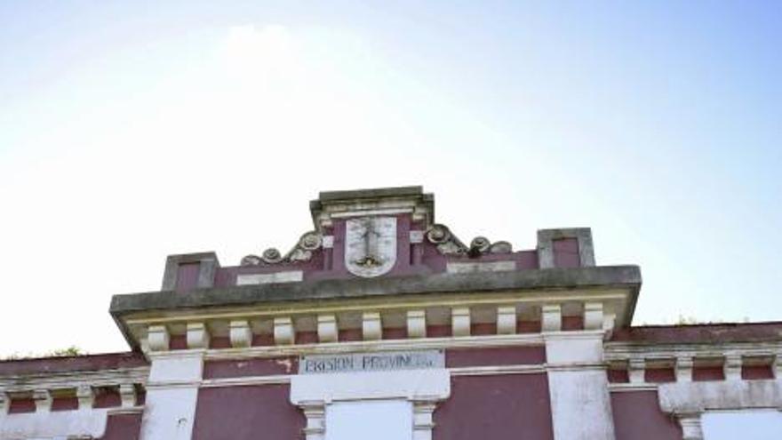 Proxecto Cárcere encuentra cerrado el penal y no puede vaciarlo, como le pide el Concello