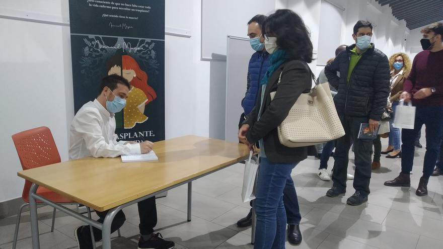 Ismael Mayor presenta en Alcoy un libro en el que narra su experiencia tras someterse a un doble trasplante de pulmón
