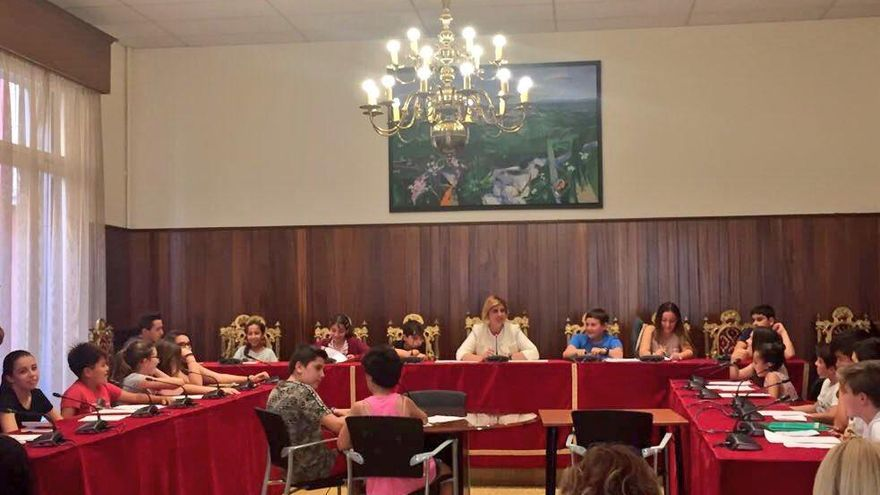 L'alcaldessa de Figueres es reuneix, en un ple, amb el Consell Ciutadà d'Infants