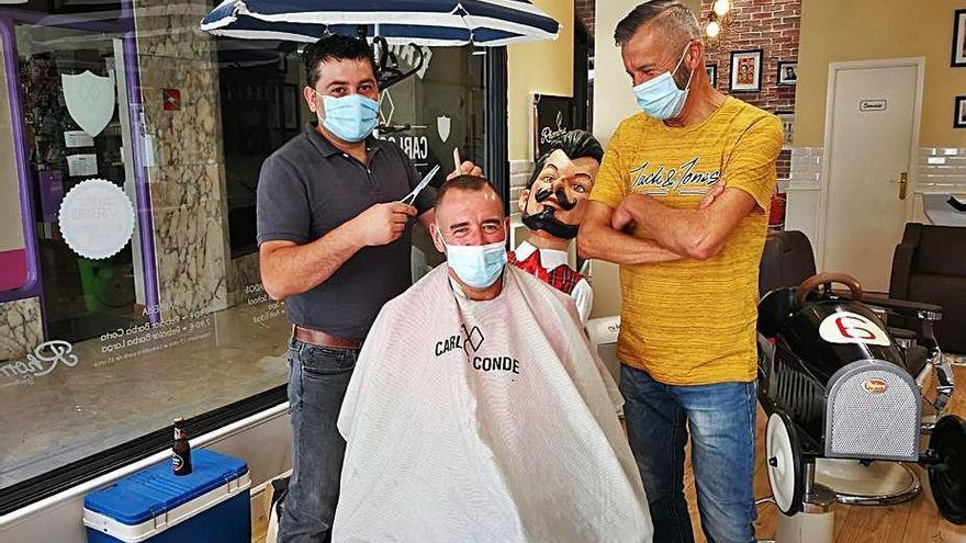 La ACOE suscribe un convenio con la franquicia de peluquería masculina Carlos Conde
