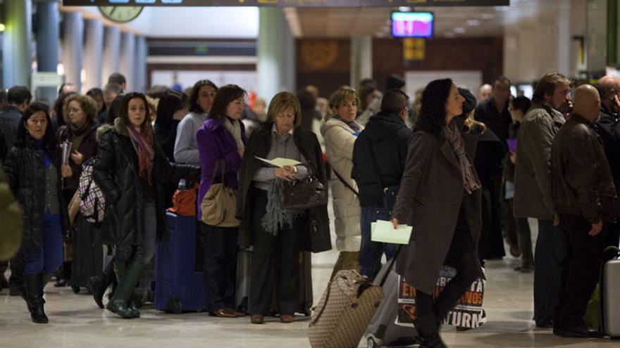 Asturias suma dos nuevas cancelaciones de vuelos por la huelga de controladores galos