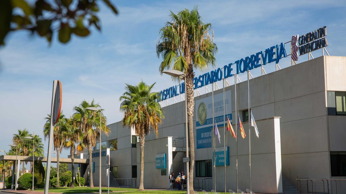 imagen de la fachada principal del Hospital Universitario de Torrevieja