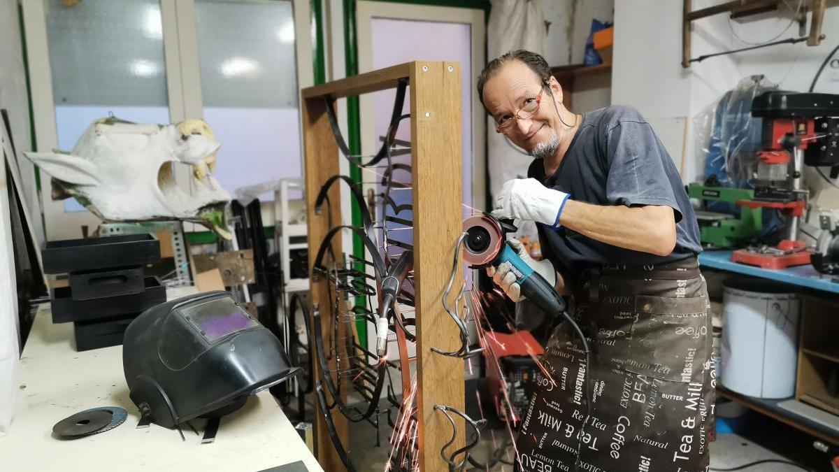Ettore Battaglia en el seu taller
