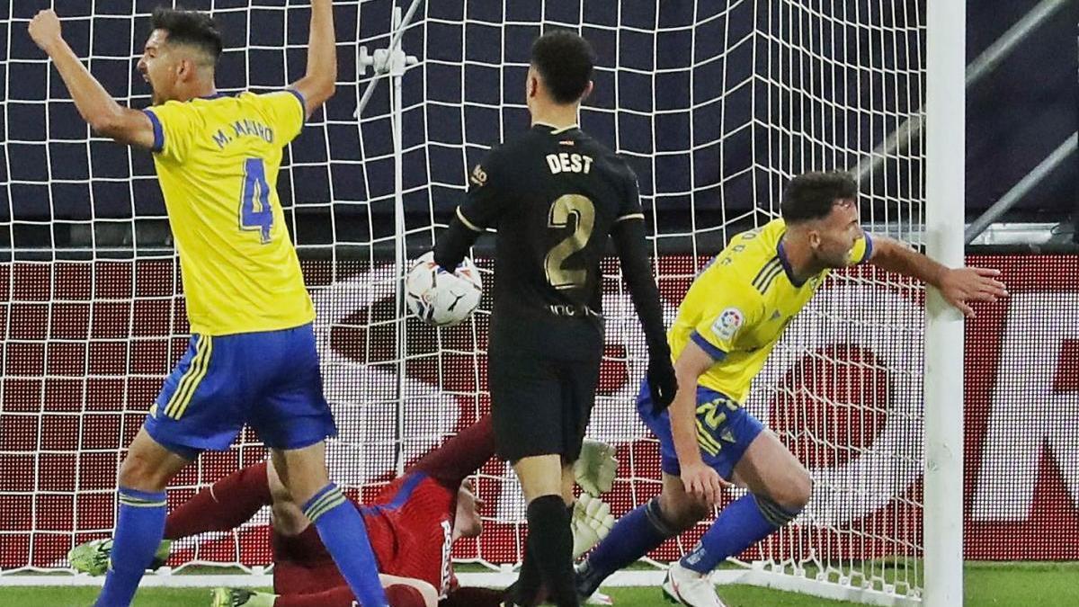 El Barça es dispara dos tirs al peu a Cadis