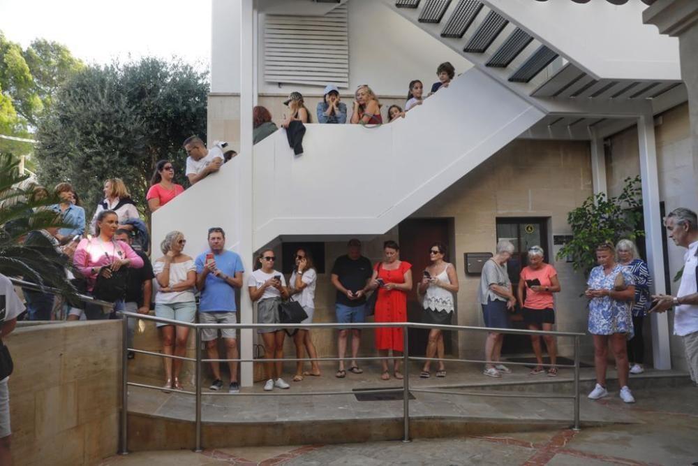 La boda ha generado gran expectación en el Port de Pollença.