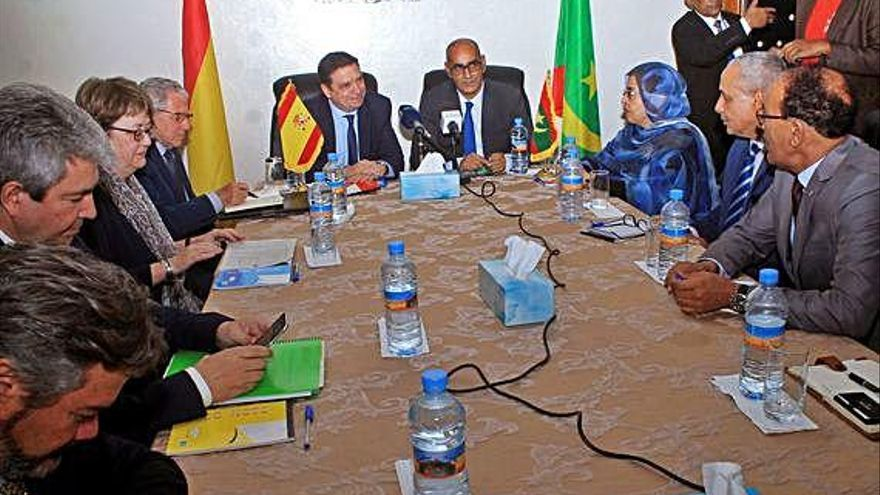 España promete encontrar soluciones para desbloquear el transporte de pescado mauritano