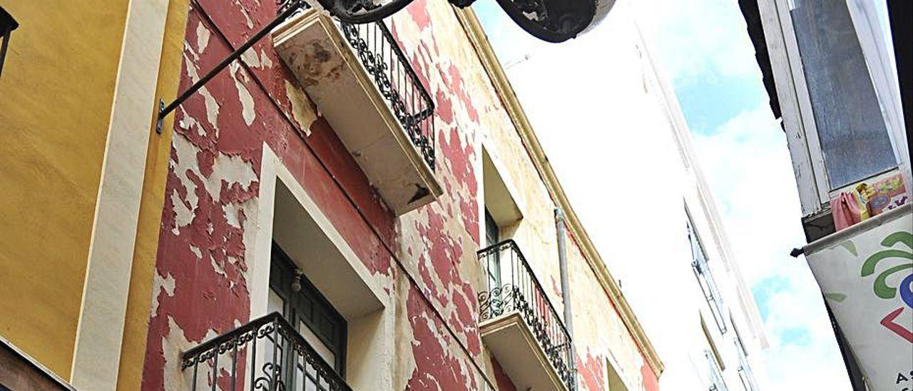 El edificio que se demolerá en el número 4 de la calle El Salvador