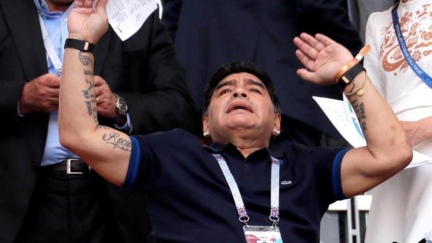 """Maradona asegura que a Colombia le """"robó"""" una FIFA """"vieja y arreglada"""""""