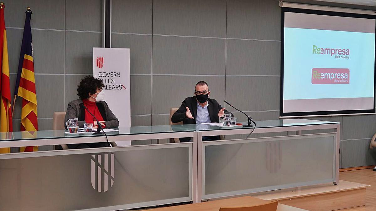 Mariona Luis y Juan Pedro Yllanes, ayer durante la presentación de la iniciativa.